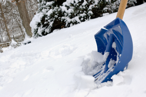 snow-shoveling-tips-shovel-small-pile